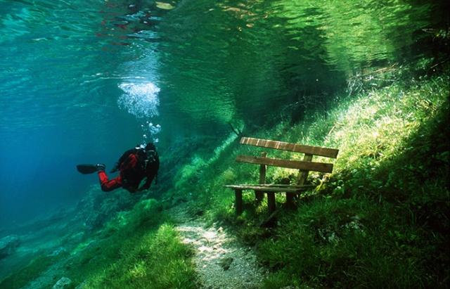 undersea-bench